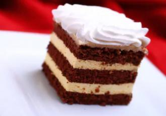 Cum se prepară cea mai bună rețetă de prăjitură cu blat de ciocolată și cremă de cafea?