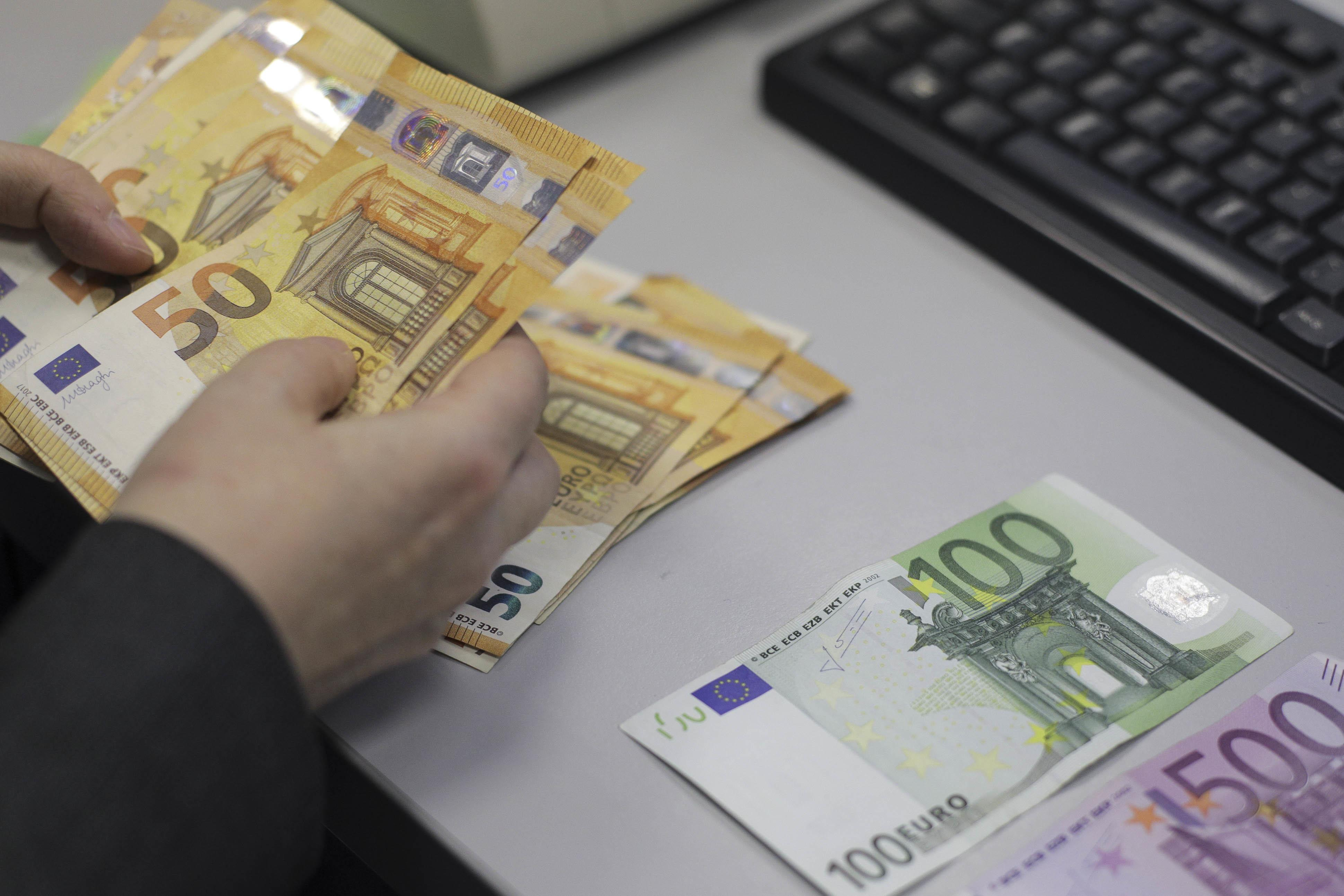 Unii investitori se vor gândi îo dată în plus dacă este cazul să investească în România sau nu, şi este posibil să apară o mică influenţă la dobânzi