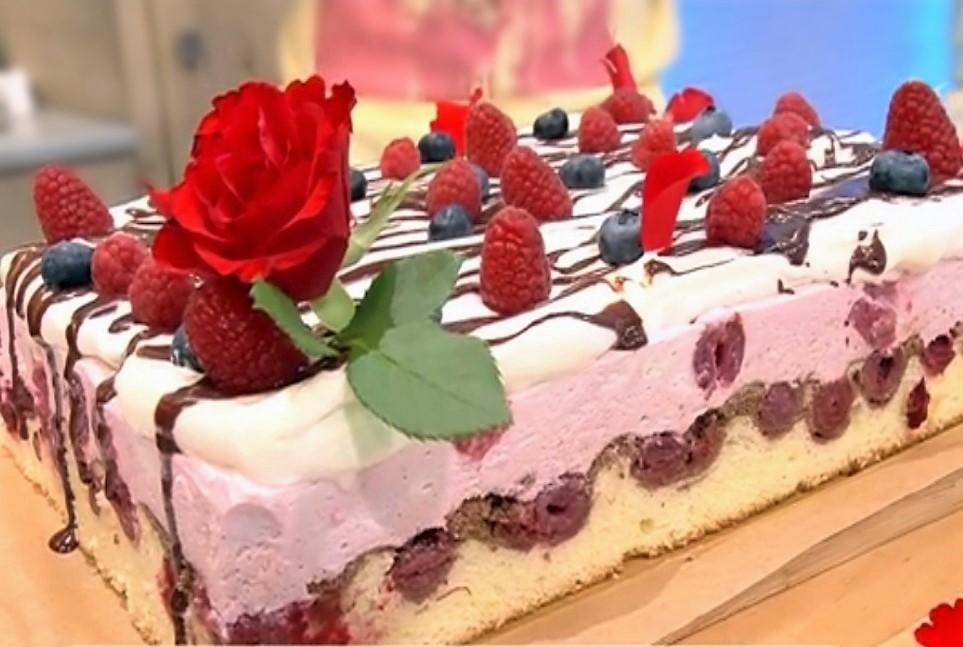 Prăjitura Fantezie cu vișine din compot. O încântare, pentru o zi de sărbătoare!