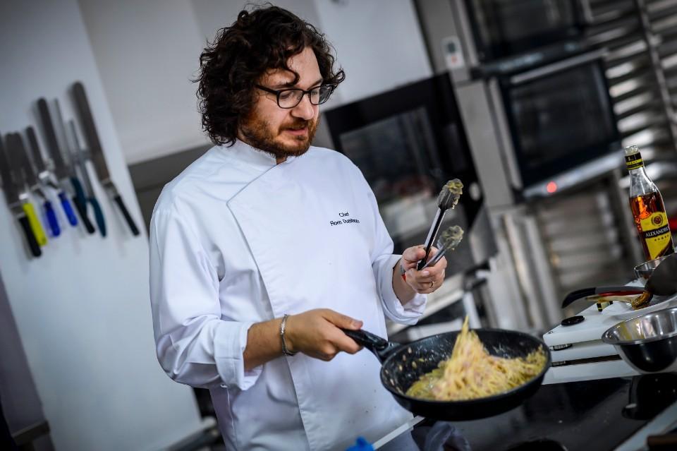 Chef Florin Dumitrescu, curs de gătit alături de câștigătorul aplicației Chefi la cuțite