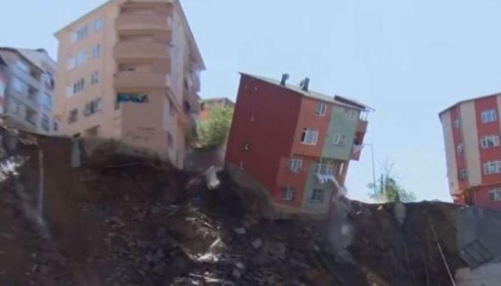 Video. Imagini șocante! Un bloc cu 4 etaje din Istanbu s-a prăbușit sub ochii proprietarilor! Ce spun autoritățile și ce se va întâmpla cu oamenii