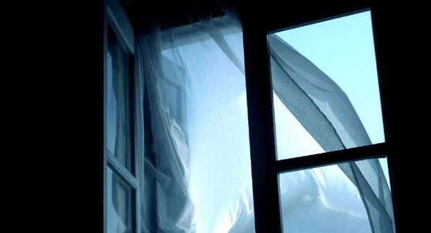 """Un băiețel în vârstă de 6 ani a murit după ce a căzut pe fereastră! Tatăl lui, înnebunit de durere! """"L-am certat"""" - Foto"""