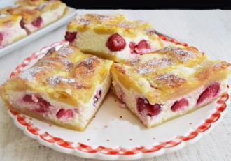 Din categoria deserturilor simple, de vară, o delicioasă Plăcintă cu brânză și vișine