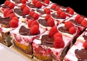 Cum preparăm una dintre cele mai delicioase prăjituri cu fructe de vară! Prăjitura Fantezie de vară.