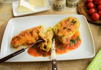 Cum pregătim dovlecei umpluți, în sos de roșii la cuptor. Rețetă de vară, delicioasă!