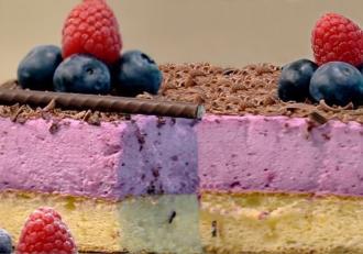 Prăjitură cu cremă de afine și zmeură. Spectacol de arome și culori într-un desert delicios!