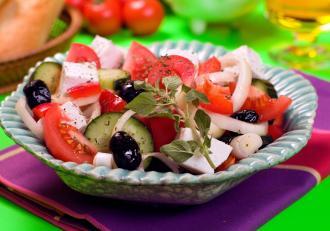 Salată grecească. Secretele rețetei care te va face să visezi la Grecia