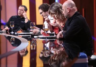 În ediția 2 a sezonului 7, chefii Bontea, Dumitrescu și Scărlătescu au degustat supă filipineză de intestine