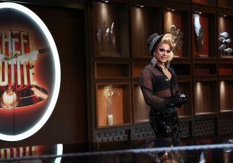 """Un drag queen vrea să-l ia de soț pe unul dintre chefi! Cheloo a făcut un """"roast culinar"""" de neuitat! Jurații au vrut să sară pe el! Galerie foto"""