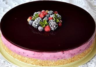 Rețetă simplă și ușoară de Cheesecake cu fructe de pădure și jeleu. Un desert absolut delicios și aspectuos!
