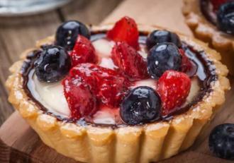 Rețetă de Mini tarte cu cremă de lapte și fructe. Un desert delicios și spectaculos!