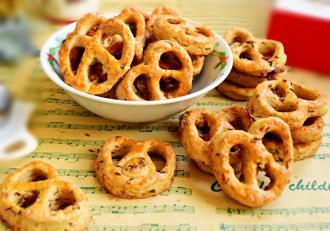 Din categoria rețetelor de gustări sărate, o minunată Rețetă de Covrigei cu cașcaval și chimen
