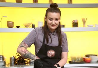 Cum arată Roxana Blenche, de la Chefi la cuțite, când renunță la tunica de la chefi și intră pe mâna stiliștilor