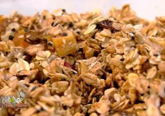 Rețetă de Granola preparată în casă, foarte simplă și mult mai sănătoasă -  Reţeta lui Vlăduţ de la Neatza cu Răzvan și Dani