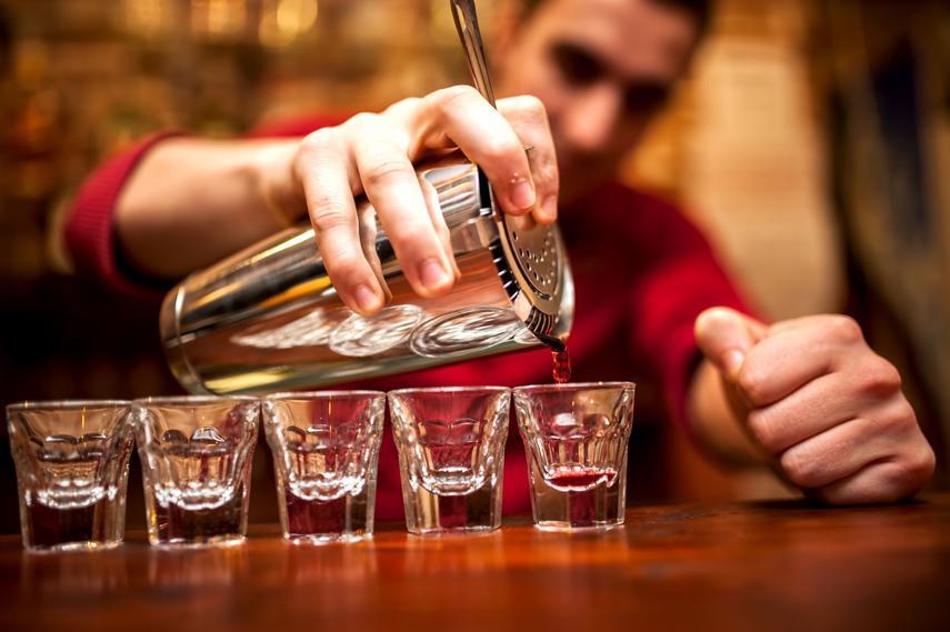 Care este salariul unui barman în stațiunea Mamaia, în vara anului 2020