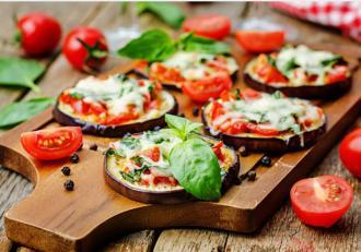 Minipizza din vinete. Rețeta savuroasă și rapidă la cuptor