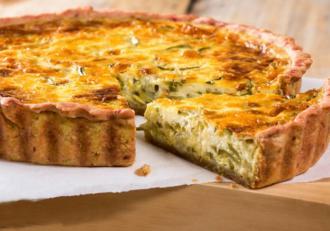 Tartă cu dovlecel și brânză. Rețetă de tartă sărată, simplă și ușoară