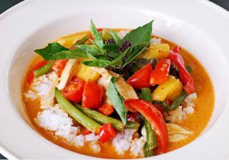 Curry de pui cu legume trase la tigaie