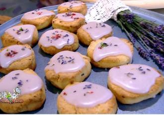 Fursecuri cu aromă de lavandă și glazură de afine