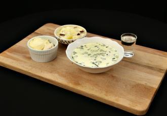 Ciorbă de bureți cu slănină afumată și mămăliguță cu brânză de oi. Rețetă tradițională din Maramureș