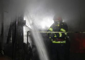 incendiu-la-etajul-3-al-unui-bloc-din-neamt-un-t